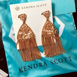 Kendra Scott stud Earrings In Rose Gold